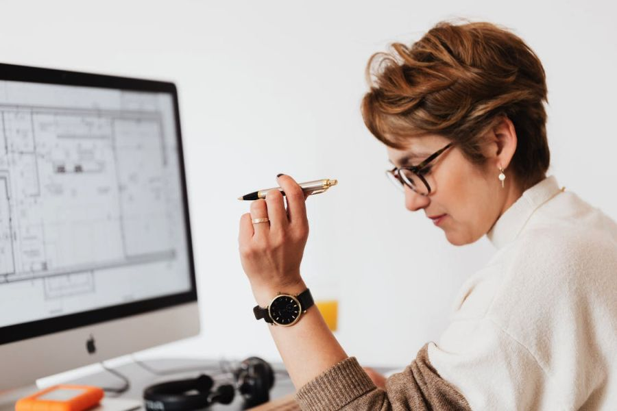 Create your logo or buy one: What is the best business decision?
